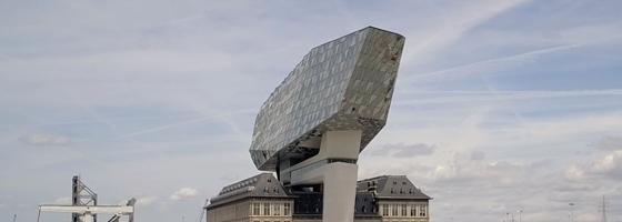 """Het Havenhuis in Antwerpen van Zaha Hadid Architects is """"Overal Winner 2018"""" van de ABB LEAF Awards."""